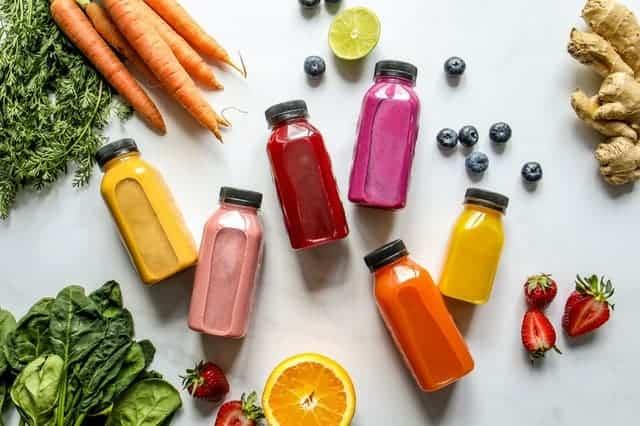 Бутылка овощей, фруктов и соков