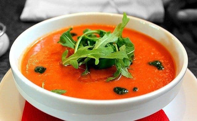 миска томатного супа