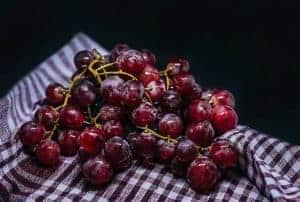 Темный виноград