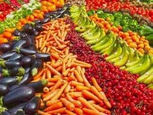 упорядоченные овощи и фрукты