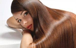 женщина с длинными волосами