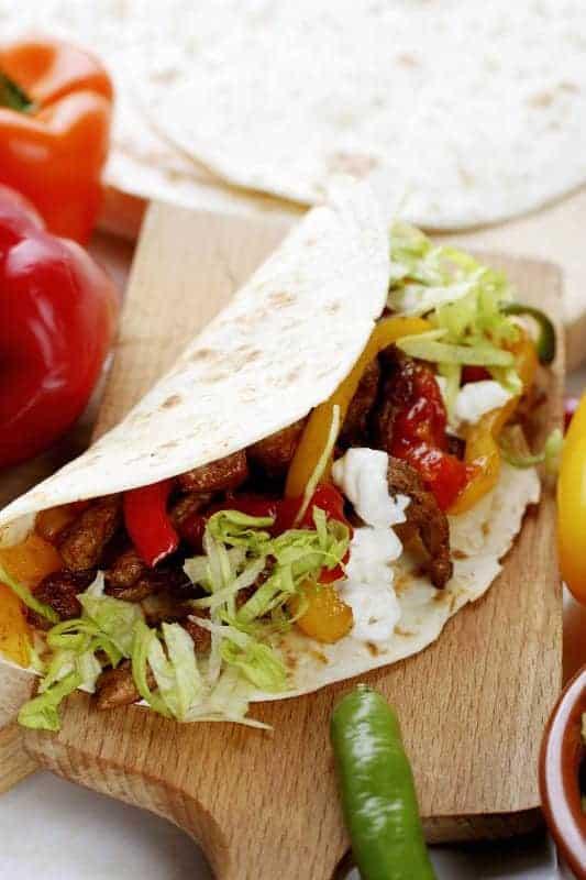 тортилья с мясом и овощами