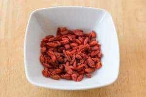 Черника goji в миске