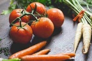 помидоры, морковь и петрушка