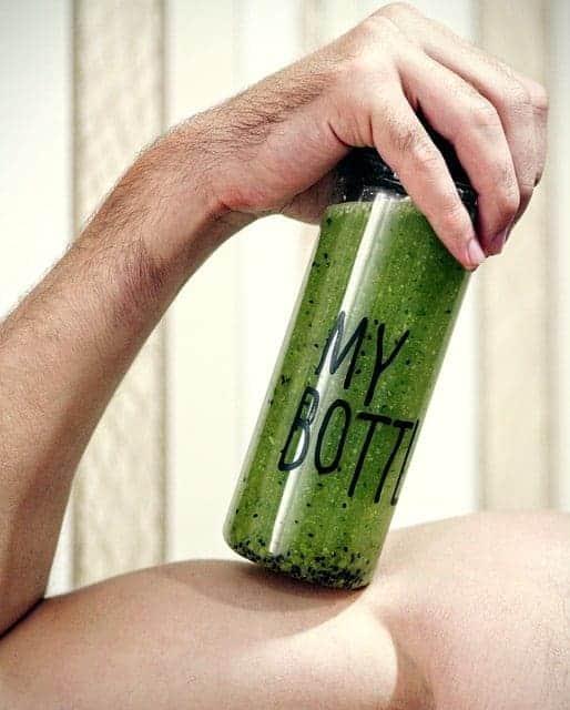 Здоровый зеленый коктейль