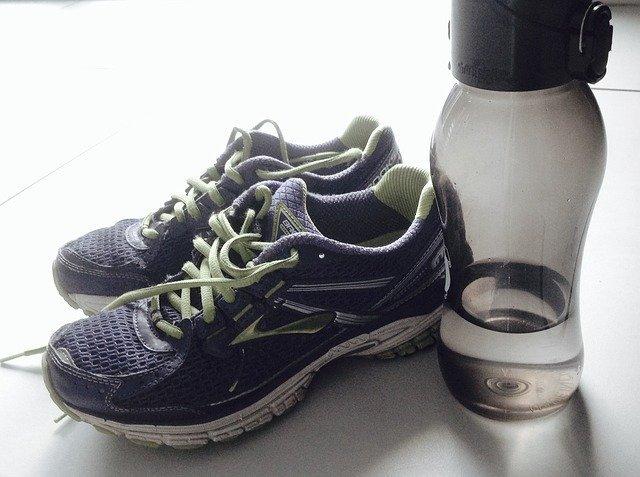 спортивная обувь, бидона