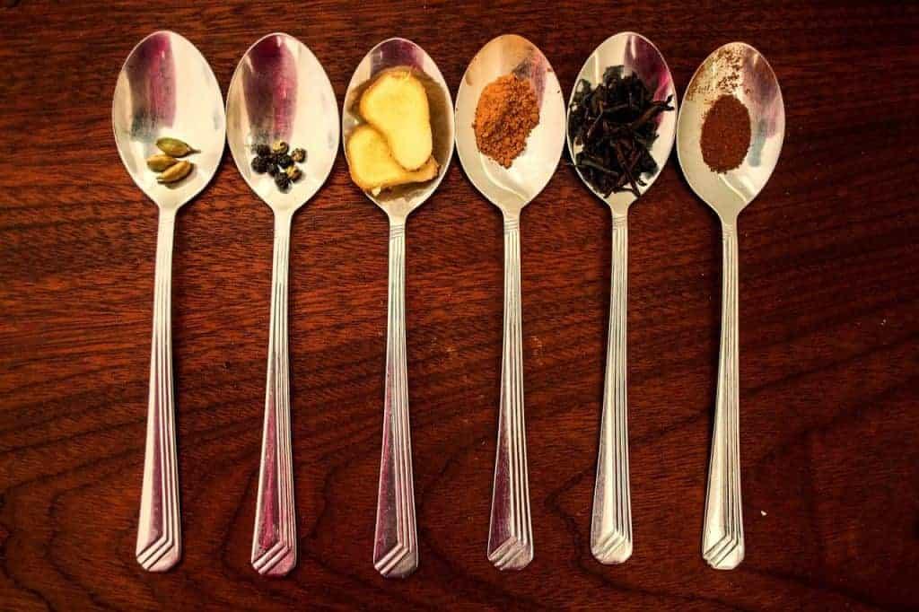 Специи в чайных ложках