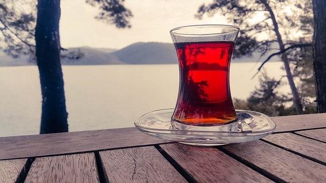 Бокал красного чая