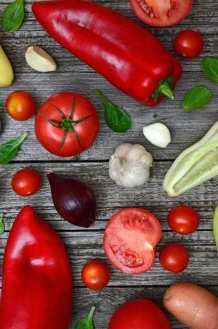 красочные овощи на столе
