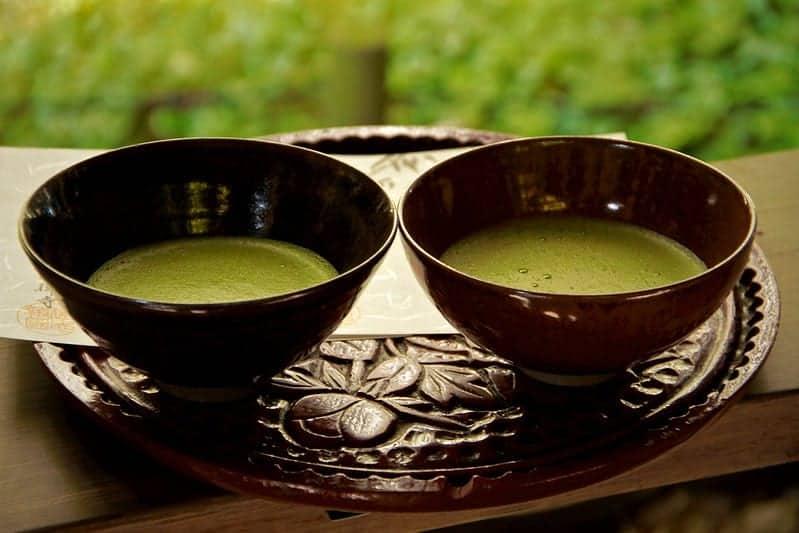матчавый чай в чашках