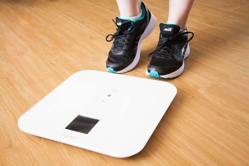 ноги женщины набирают вес