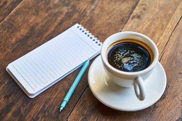 чашку кофе, блокнот, ручку...