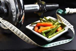 Гантели, мерки, овощи, похудение