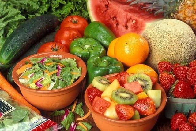 Варикозная диета - фрукты и овощи.