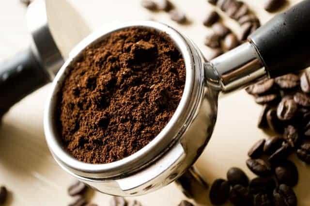 Столовая ложка молотового кофе