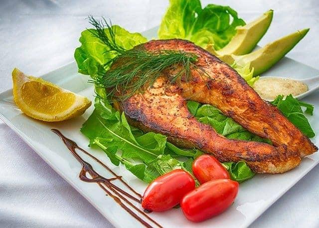 рыба гриль с помидорами